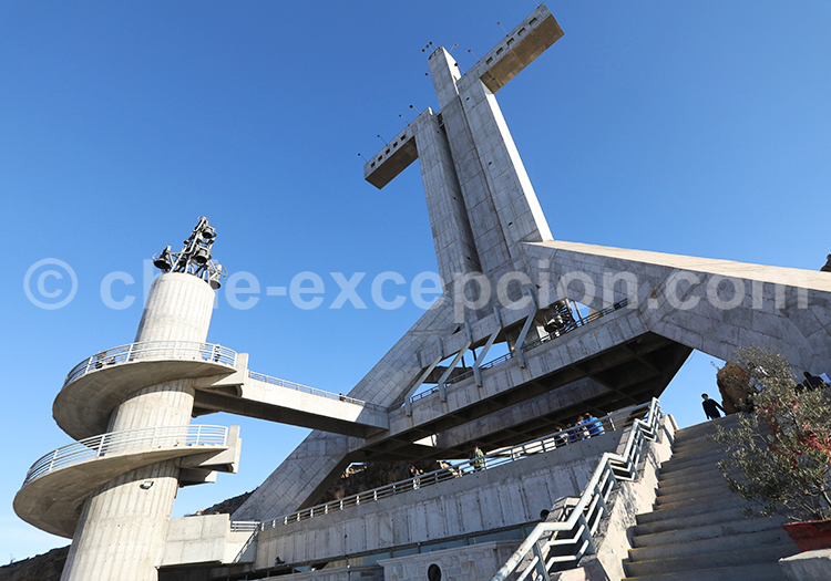 Cruz del Tercer Milenio Monument, Coquimbo, Chili
