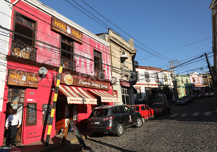 Shopping in Valparaiso, Chili