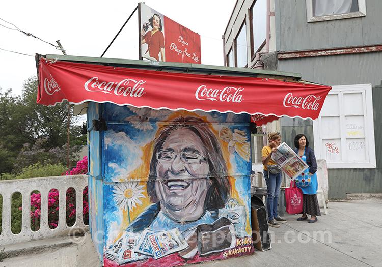 Peinture sur Kiosque à Valparaiso avec l'agence de voyage Chile Excepción