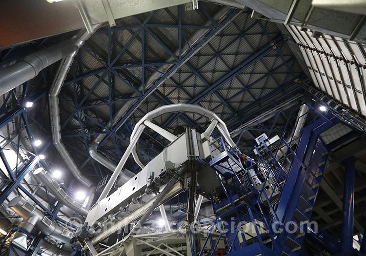 Intérieur de l'observatoire Very Large Telescope, Chili