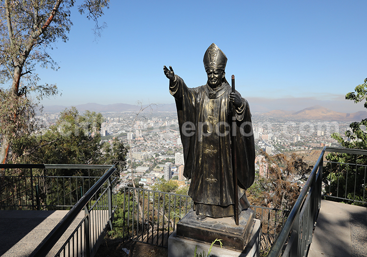 Statue religieuse du Cerro San Cristóbal