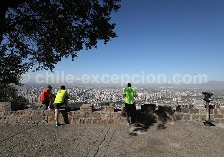 Voir la Cordillère des Andes depuis le Cerro San Cristóbal