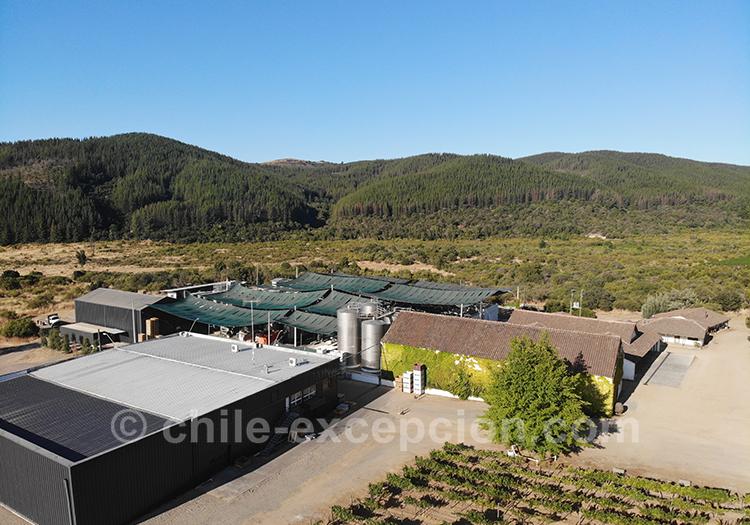 Vue aérienne de la bodega Casa Bouchon dans la vallée del Maule, Chili