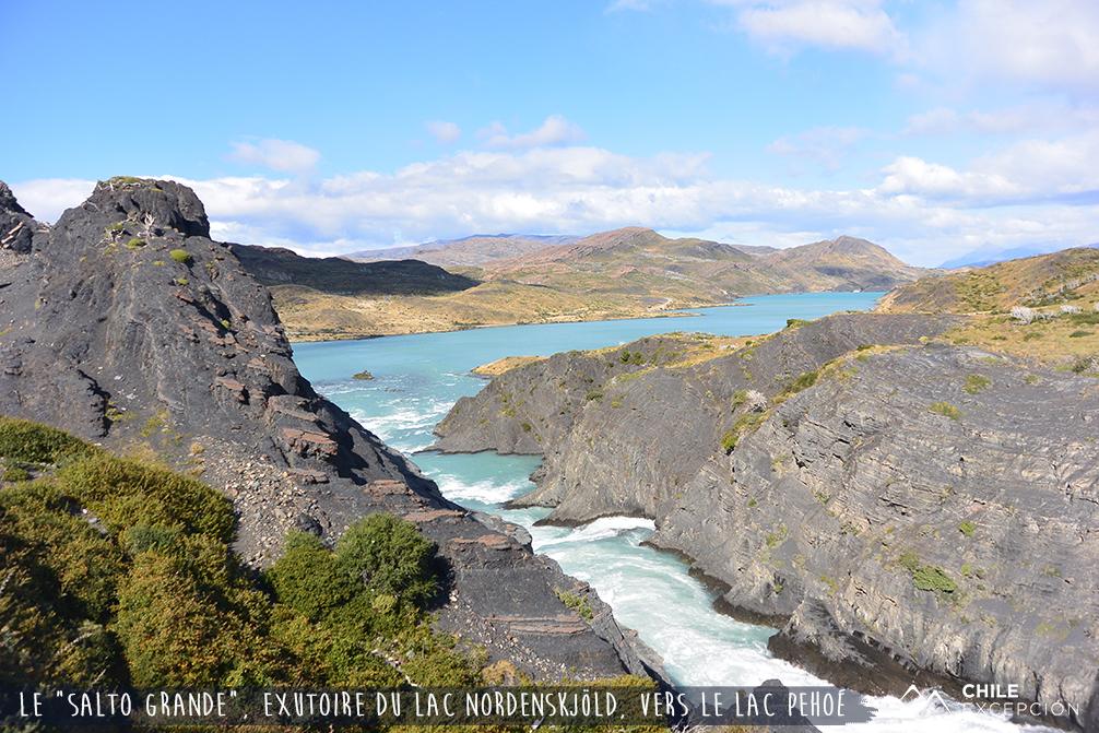 Le Salto Grande, exutoire du lac Nordenskjöld vers le lac Pehoé, Patagonie australe, Chili