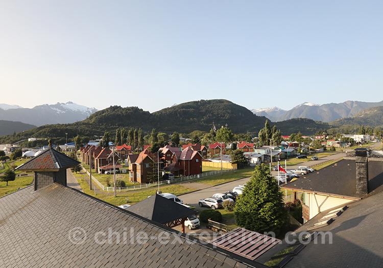 Vue sur le village de Puerto Chacabuco, Patagonie, Chili