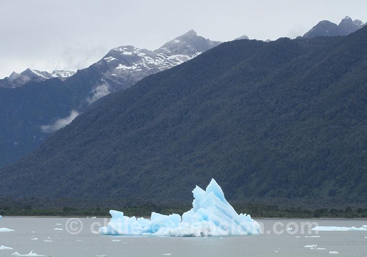 Vue sur un iceberg sur la lagune San Rafael, Chili