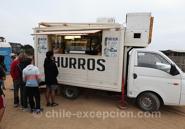 Manger des churros à Punta de Lobos, Chili