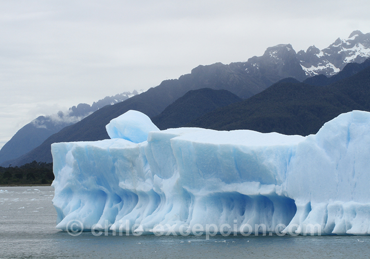 Glaciers magnifiques sur le lac San Rafael, Chili