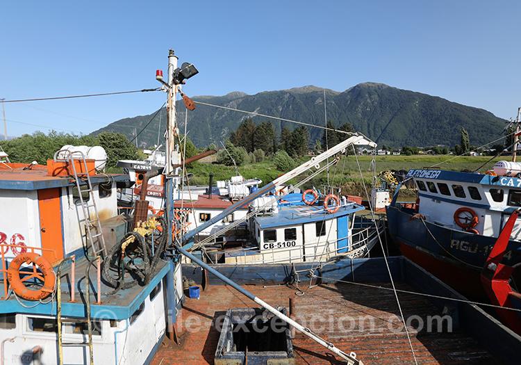 L'arrivée sur le port de la ville de Puerto Aysén, Patagonie australe, Chili