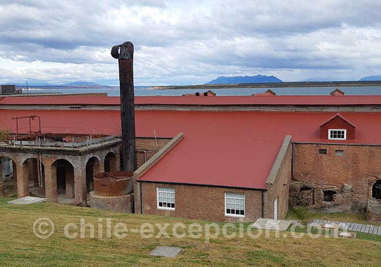 Vue panoramique sur le musée historique frigorifico, avec vue sur les lacs de la Patagonie chilienne avec l'agence de voyage Chile Excepción