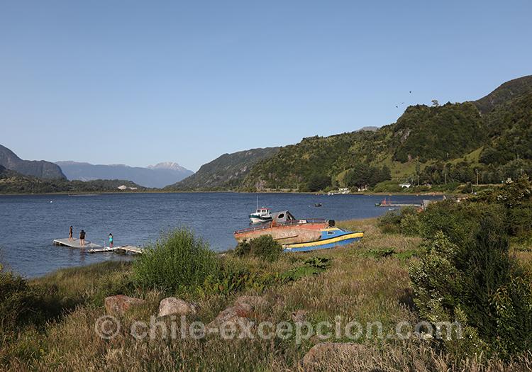 La baie Acantilada de Puerto Montt à Puerto Chacabuco, Chili