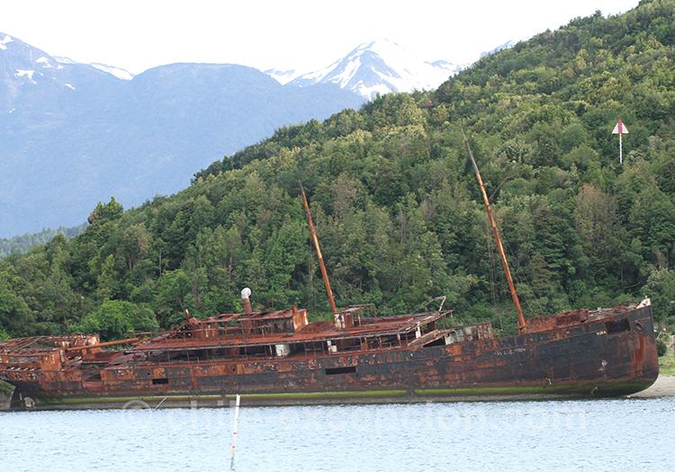 Epave de bateau à Puerto Chacabuco, Chili