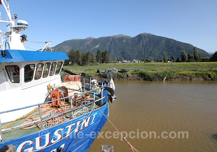 Naviguer sur le lac Aysén, Puerto Aysen, Patagonie australe, Chili