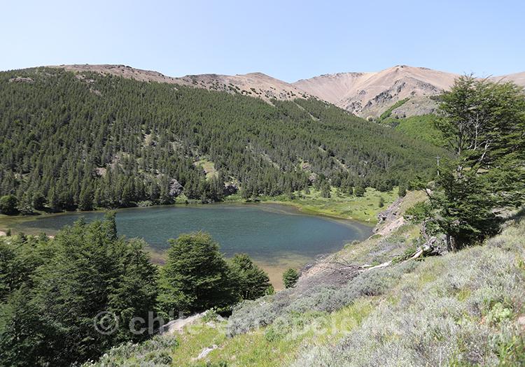 Vue sur un lac du parc national Cerro Castillo