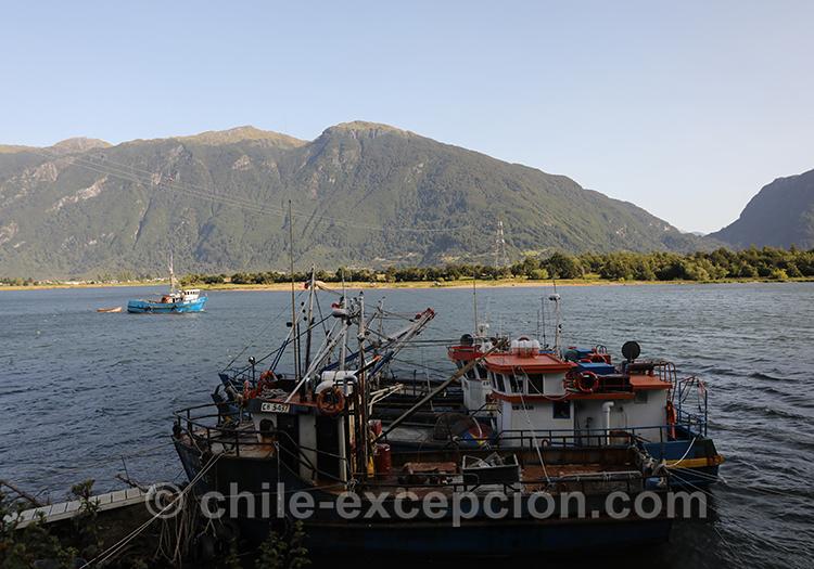 Vue sur le lac Aysén de la ville de Puerto Aysén en Patagonie australe, Chili