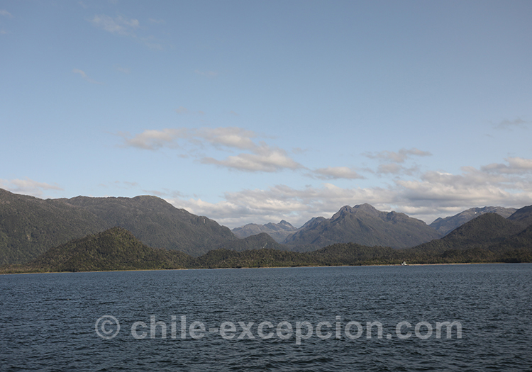 Lac San Rafael et les montagnes de la Patagonie australe, Chili
