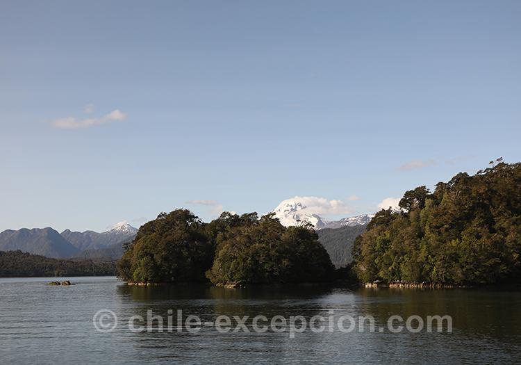 Patagonie australe et ses glaciers vus depuis le lac Sal Rafael, Chili