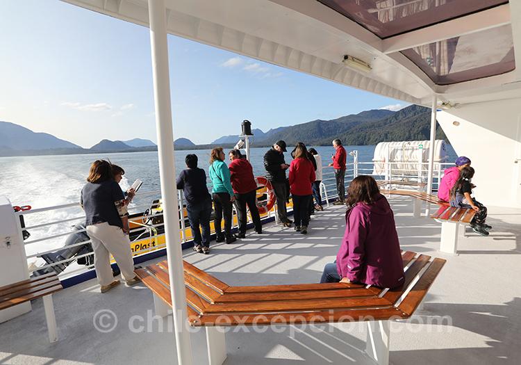 Le pont du bateau sur le lac San Rafael, Chili