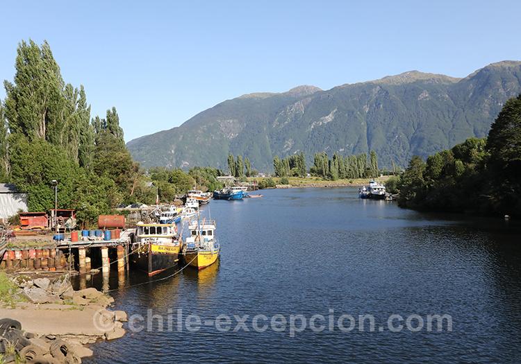 Lac de Puerto Aysén, région de la Patagonie australe Chili