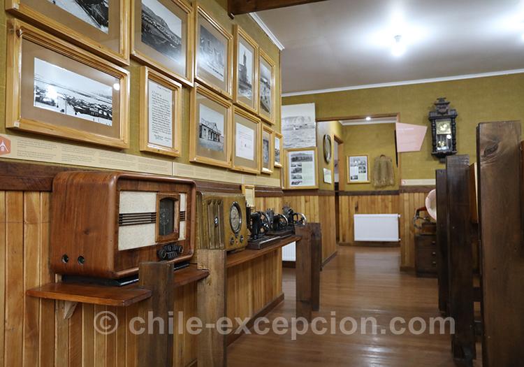Salle d'exposition au musée historique municipal de Puerto Natales