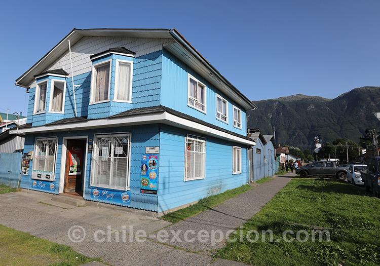 Les habitations de Puerto Aysén, village de la Patagonie australe au Chili