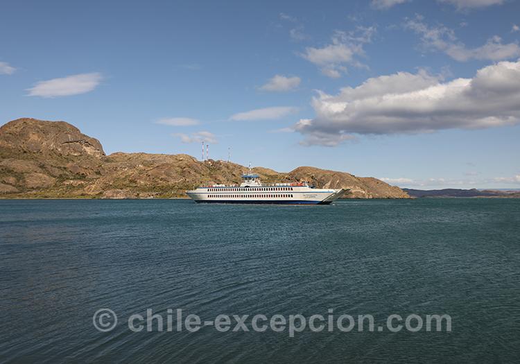 Découvrir en photos le Ferry de Chile Chico a Puerto Ibañez, dans la Patagonie australe du Chili avec l