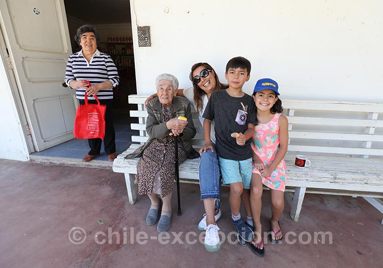 Habitants de Paredones, petit village du Chili avec l