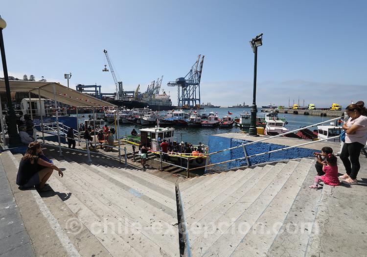 Le port de pêche de Valparaiso, Chili avec l