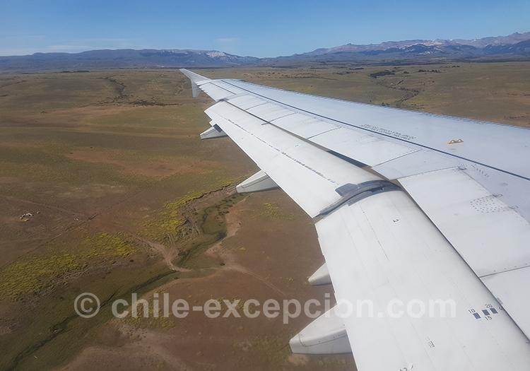Petit avion qui mène à Coyhaique, Chili avec l