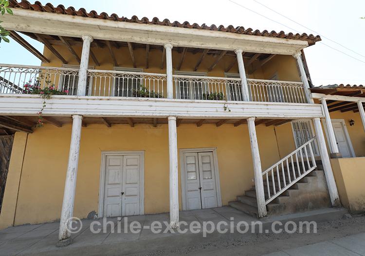 Maison traditionnelle du centre du Chili, village de Paredones, Chili