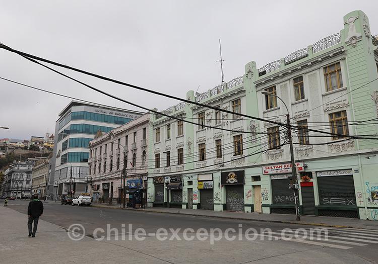 Se balader dans les rues de Valparaiso, la ville basse