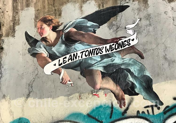 Peinture d'un ange contestataire au Chili, graffitis