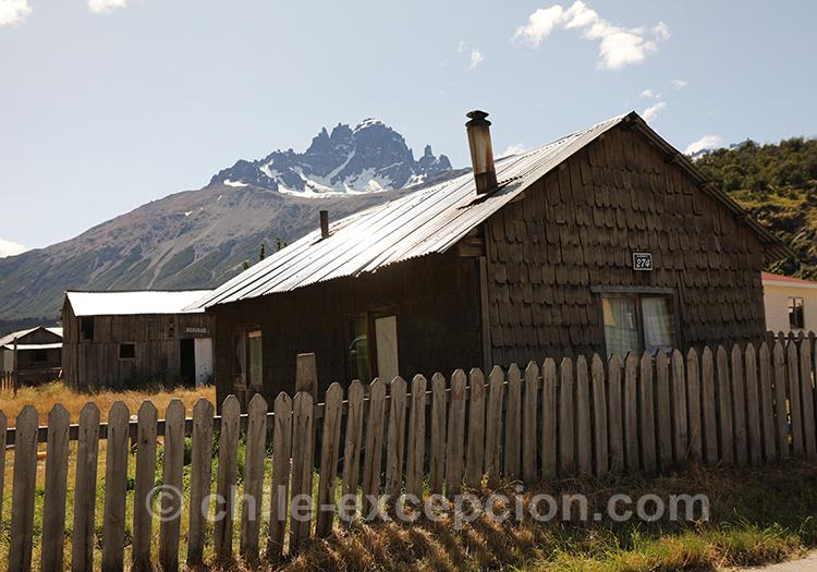 Maison du village de Cerro Castillo dans la Patagonie australe du Chili