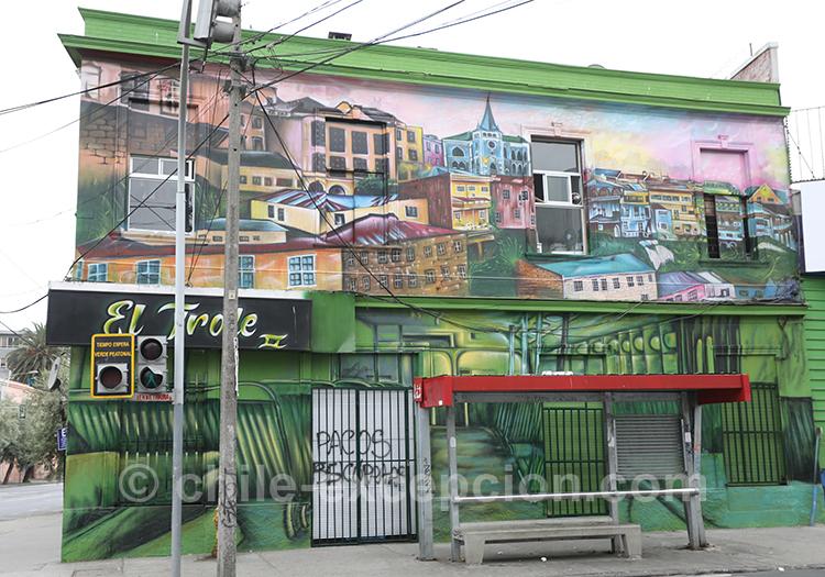 Superbe mural de la ville basse de Valparaiso