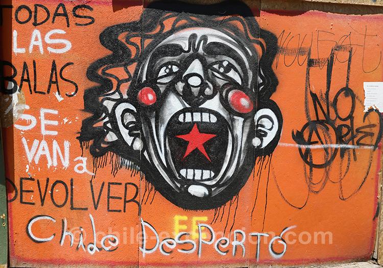 Graffitis du quartier Yungay à Santiago de Chile avec l'agence de voyage Chile Excepción