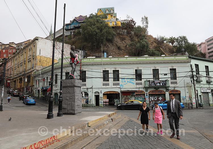 Petite place de la ville basse de Valparaiso