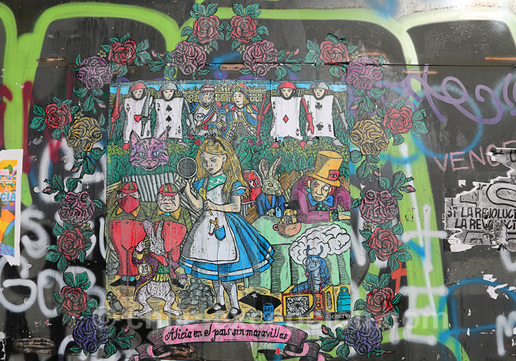 Dessin d'Alice au pays des merveilles, tags du Chili
