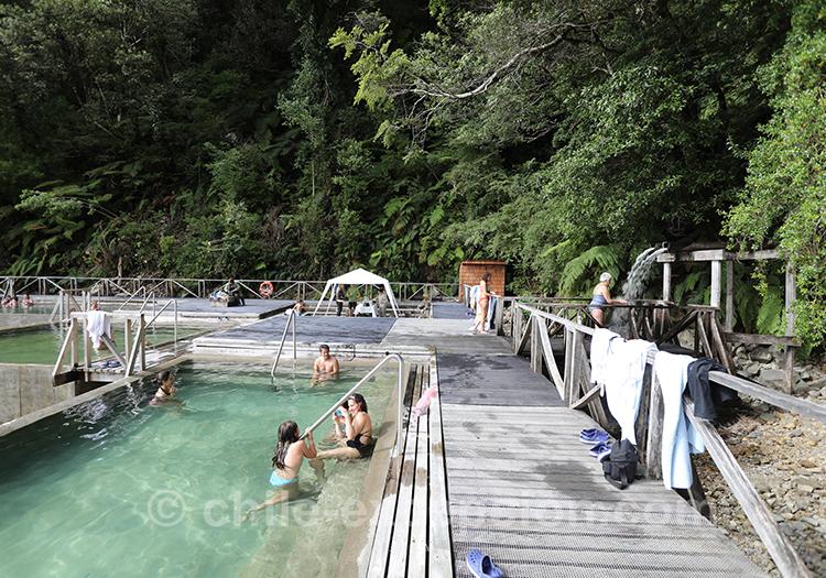 Piscine d'eaux thermales au Chili, Patagonie chilienne