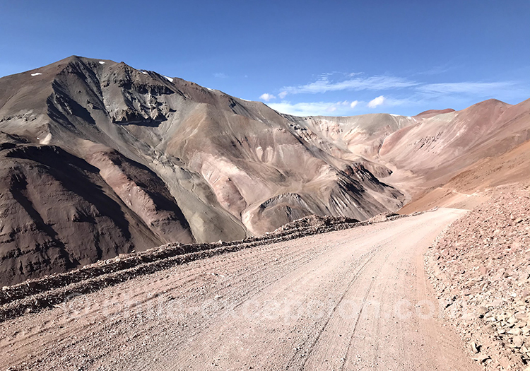 Route qui mène au cal d'Agua Negra, Chili Argentine