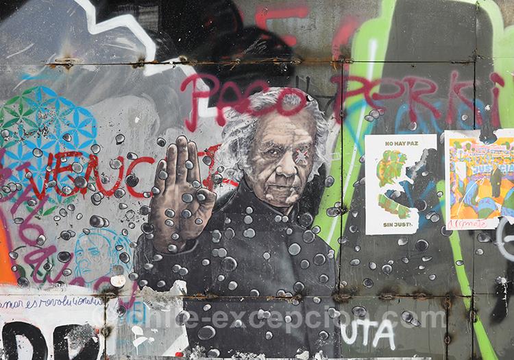Les murs politiques du Chili avec l'agence de voyage Chile Excecpión