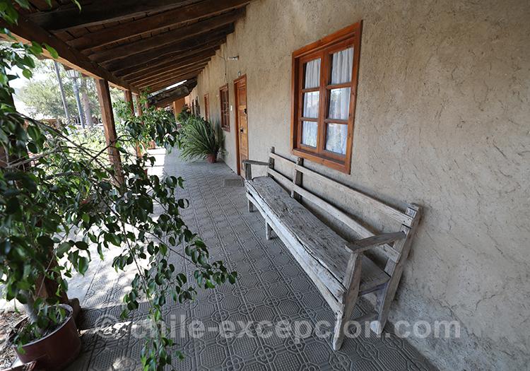 Devantures de maison à l'abri du soleil et de la pluie, Lolol, Chili