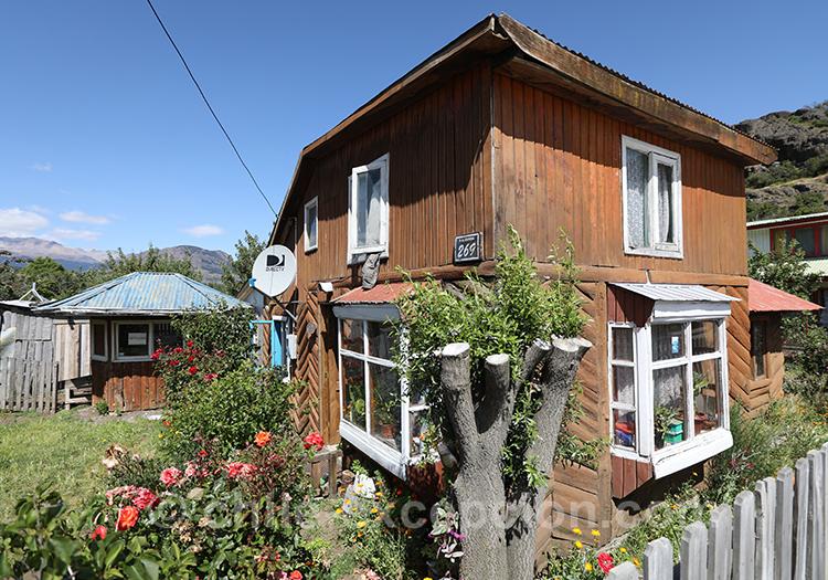 Jolie maison du village Cerro Castillo, Patagonie australe du Chili