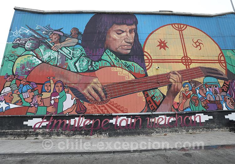 Peinture d'un guitariste dans les rues de Valparaiso