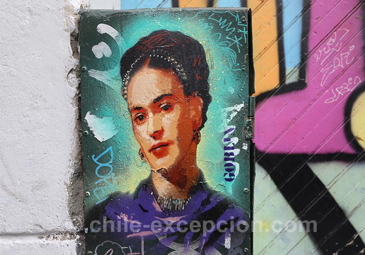 Peinture de Frida Kahlo dans les rues de Valparaiso