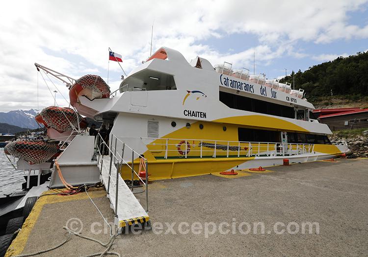 Prendre le bateau pour aller aux thermes Ensenada Pérez, Fjord Aysen