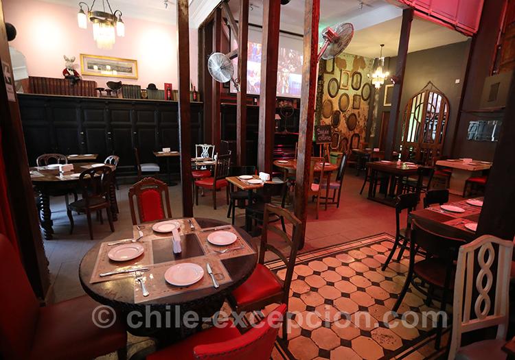 Salle du restaurant La Peluquería Francesa à Santiago, restaurant français