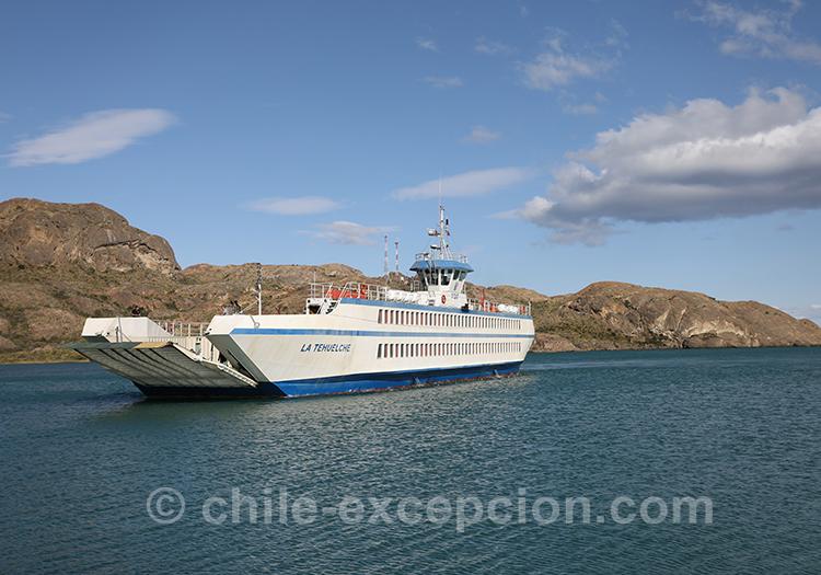 Le ferry qui relie Chile Chico à Puerto Ibañez, Patagonie australe, Chili
