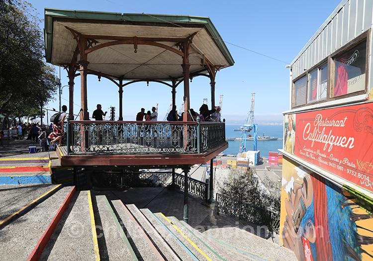 Mirador vue sur la baie de Valparaiso, Cerro Artilleria