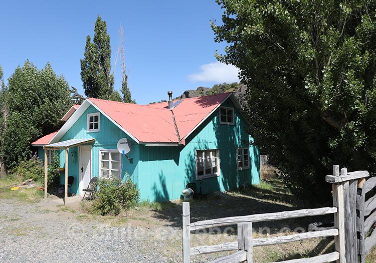 Maison typique du village Cerro Castillo de la Patagonie australe, Chili