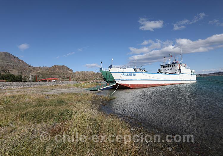 Ferry sur le lac General Carrera, Chili